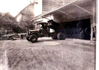 10 unloading ore at the mill 1930-37