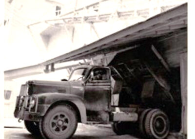 11 unloading ore 1950-52